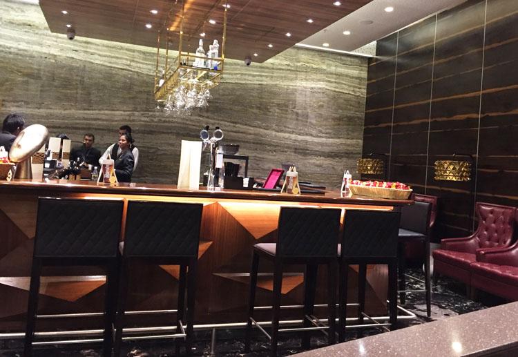 travel club lounge bar