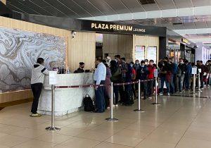 Delhi Airport Lounge - Queue